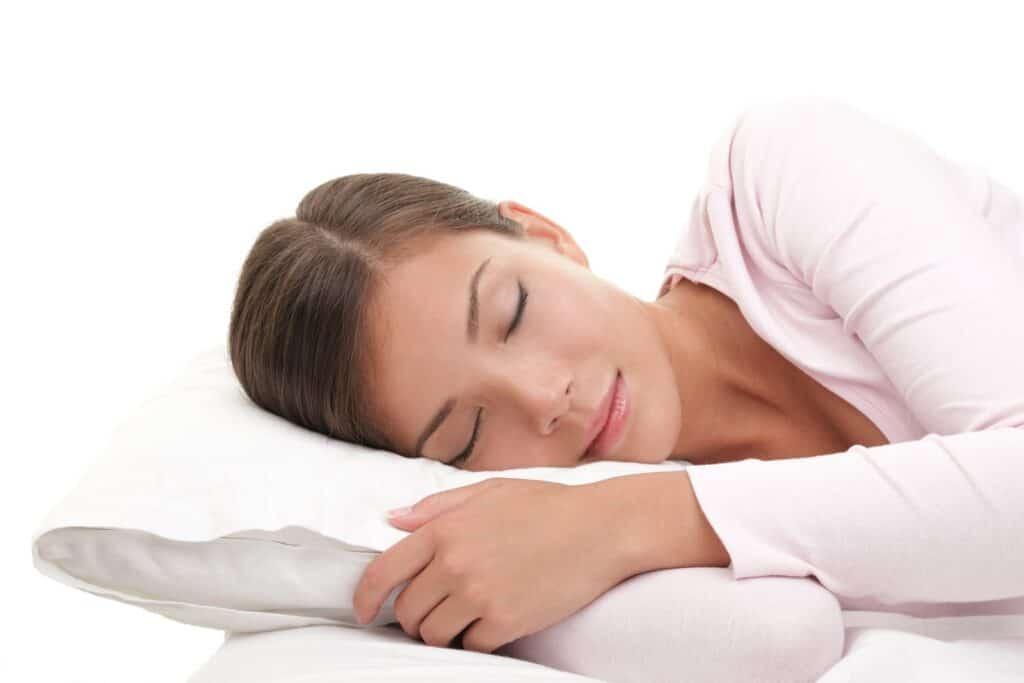 אישה ישנה בנעימים